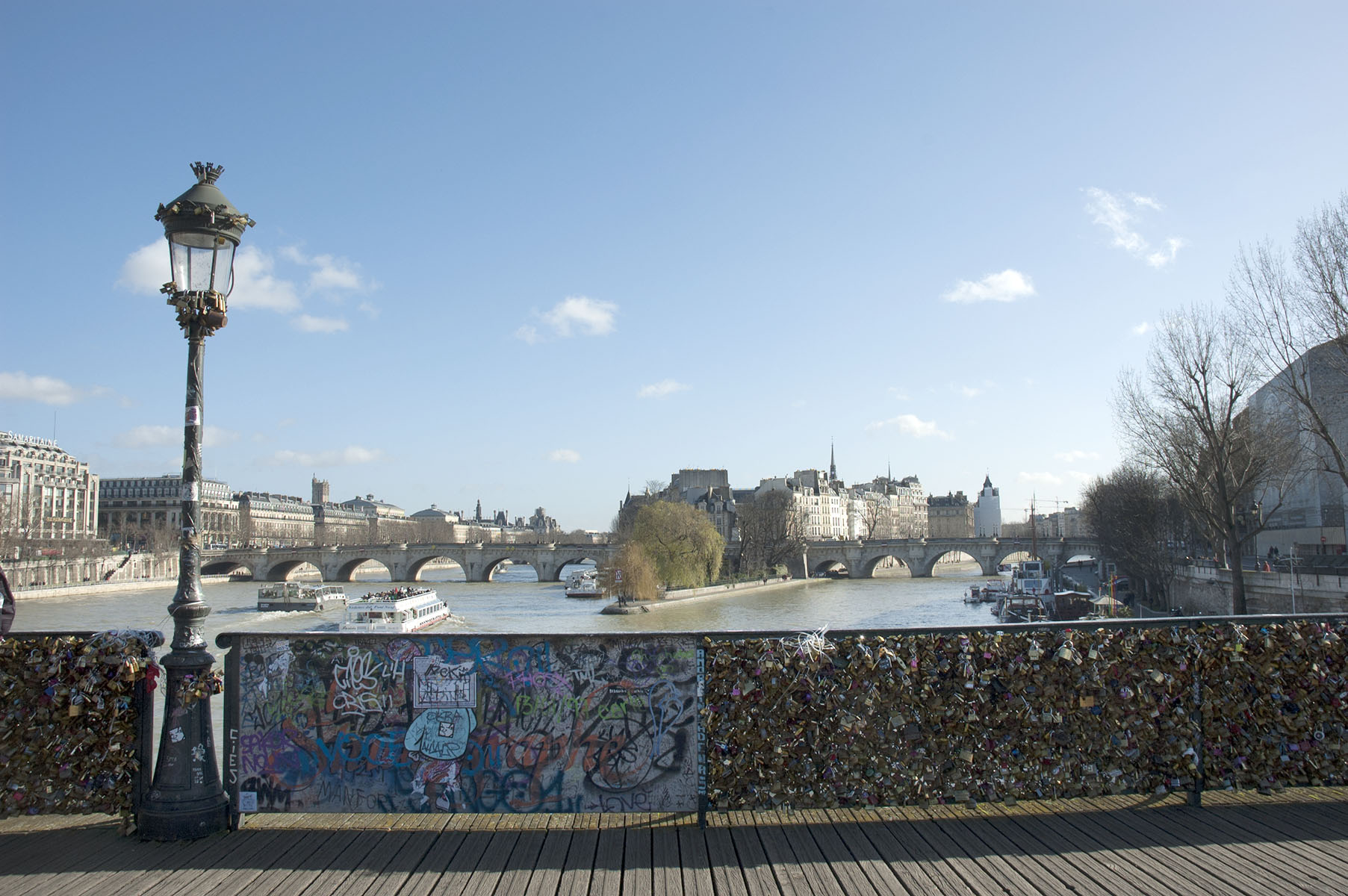the pont des arts paris before and now no love locks. Black Bedroom Furniture Sets. Home Design Ideas