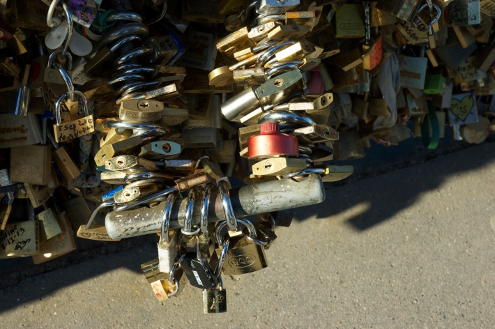 "Yes, a giant motorcycle lock, THAT says ""love"" / Oui, un géant cadena de moto, ÇA dit ""l'amour"" (Feb/Fev 2014)"