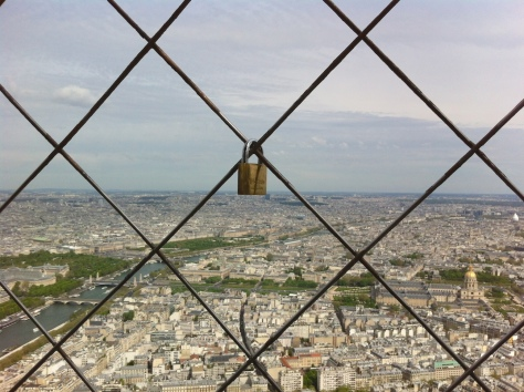 Cadenas sur la Tour Eiffel/Padlock on the Eiffel Tower, April/Avril 2014