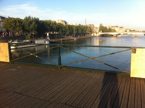 The REAL Pont des Arts, revealed by specially designed glass panels!